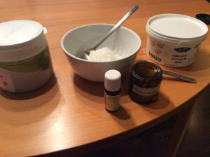 Gör eget tandkräm med bikarbonat och kokosolja