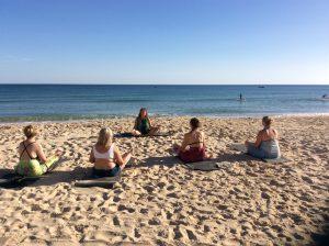 Yoga på stranden. Kursresa till Portugal, Algarve.